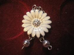 Fehér tűzzománc virág forma medál