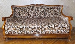 Faragott barokk kanapé , vendégággyá alakítható