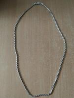 Jelzett, hosszú ezüst nyaklánc
