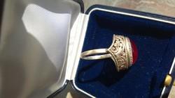 Ezüst gyűrű brilliáns ötvösmunkával almandin kő ? jelz.