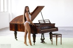 Antik zongora.