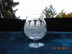 Savmaratott pohár vitorlás hajó mintával