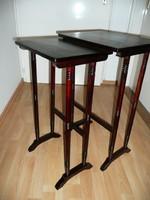 Két darab egymásba rakható nagyon szép antik Thonet asztalka eladó egyben