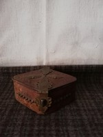 Nagyon szép valódi bőr és réz rátétes ékszeres doboz!