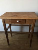 Antik fenyőfa asztalka