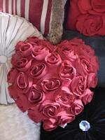 VÉGKIÁRUSÍTÁS !!! Szív alakú csupa rózsa virágpárna díszpárna