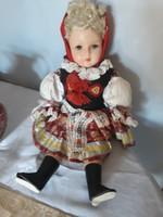 Antik  baba   sor számozott népviseletes   ruhában  ruha  eredeti  8000 ft