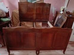 Antik készemélyes diófából készült ágykeret