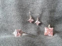 Csodálatos rózsaszín köves gyűrű, medál és füli