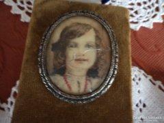 Miniatűr arcképes ezüst bross