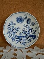 Zsolnay tányér Meisseni mintával.