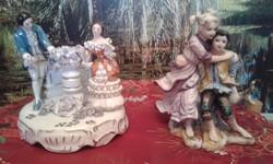 Jelenetes porcelán szobrok