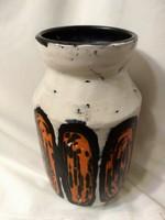 Gorka Lívia: Váza narancs-fekete dekorral