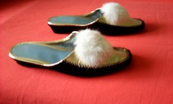 Bojtos lakk papucs