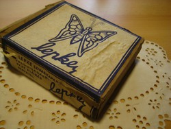 Cigaretta papír ,Lepke névre halgató  , komplett dobozzal 1951 ből