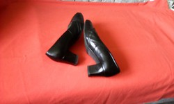 38-as fekete bőr cipő