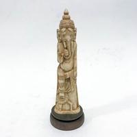 Régi, Ganesha-t ábrázoló faragott csont szobor fatalpon, hibátlan állapotban.