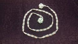 Kék és fehér fűzött gyöngynyaklánc 032