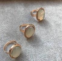 Opálos hatású köves gyűrű