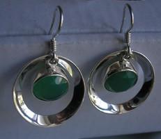 925 ezüst fülbevaló, zöld ónix kővel, érdekes alakkal