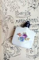 Antik porcelán, festett parfümös szelence. medálként is hordható