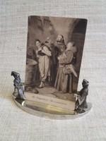 Antik kézimunkával készített  Asztali képtartó benne üveggel és egy ajándék képpel