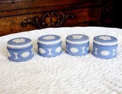 Négy darab Wedgwood, hibátlan porcelán, jelenetes kör alakú kis ékszerdoboz, gyűrűdoboz ajándékba is