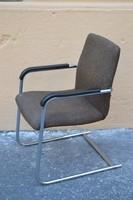 Retro hajlított csővázas karfás szék.