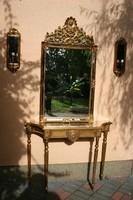 Antik hatású konzol-asztal tükörrel