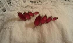 Ezüst, rubinnal fülbevaló