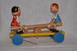 Antik gyerek játék ( libikókázó gyerekek )  ( DBZ 0066 )
