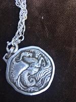 """KÜLÖNLEGES""""Monte e Martini"""" család címerével, ezüst medál lánccal"""