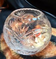 Csiszolt kristályszerű gömbölyű váza nagyon szép!