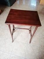 Thonet asztal frissen restaurálva