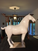 Kínai fehér mázas, kerámai Tang ló szobor. keleti, japán, ázsiai