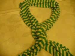 Zöld, fehér csíkos női sál