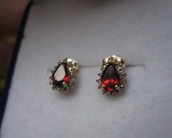 Tömör arany fülbevaló vörös gránát és 4 gyémánt kővel