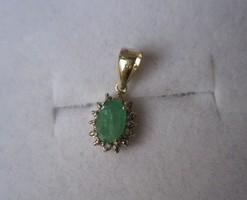 Tömör cseppalakú arany medál 2 gyémánt és 1 smaragd kővel
