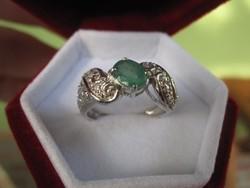 Cizellált ezüst gyűrű természetes fűzöld SMARAGD kővel