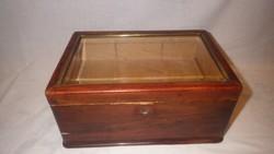 Fózolt üveges réz keretes titkos rekeszes zárható  fa doboz