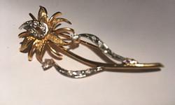 Aranyozott ezüst virág kitűző-fémjelzett