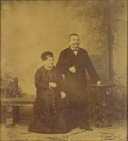 0T800 Régi nagypolgári családi fotográfia