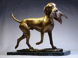 Fácánt apportírozó Magyar Vizsla bronz szobor
