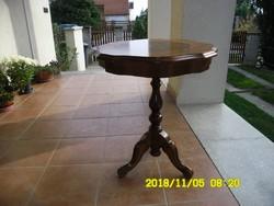 Barokk stílusu intarziaberakásos  köralakú asztal