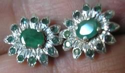 925 ezüst fülbevaló smaragdokkal, átdúgós, stiftes