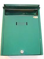 Kapura vagy kerítésre szerelhető postaláda