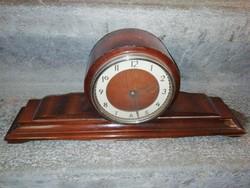 Fa asztali óra a képeken látható állapotban van