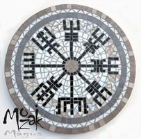Mágikus Viking iránytű – mozaikos asztalon
