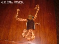 Kézműves majom, fából, bőrből, textilből…