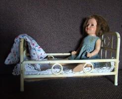 Régi antik nagyméretű vas baba ágy, babaágy és régi baba egyben